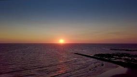 Słońca wydźwignięcie nad ocean woda zbiory