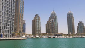 Słońce dnia lekkiego czasu Dubai marina zatoki cayan basztowa zatoka 4k uae zbiory wideo