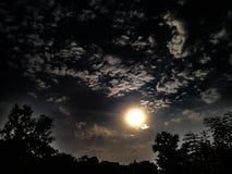 Słońce I Chmury fotografia stock