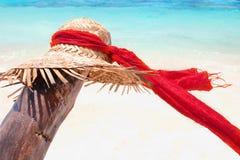 Słońce kapelusz z czerwonym szalikiem Fotografia Royalty Free