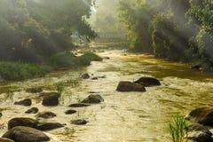 Słońce lekki promień w ranong gorącej wiosny strumieniu i terenie Obrazy Royalty Free