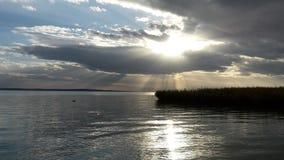 Słońce między chmurami Zdjęcia Royalty Free