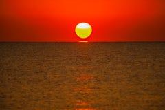 Słońce na morzu Obraz Royalty Free