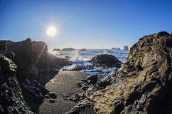 Słońce nad czerni plażą Iceland fotografia royalty free