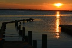 Słońce nad wodą obraz stock