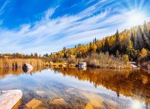 Słońce odbija w Winnipeg rzece zdjęcia stock