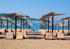 Słońce parasole i loungers Fotografia Royalty Free
