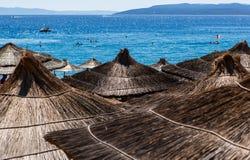 Słońce parasole na plaży w Europa Obrazy Stock
