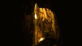 Słońce promień w ciemnej jamie zdjęcie wideo