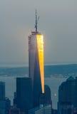 Słońce promieni odbicie na Manhattan drapaczach chmur Zdjęcie Stock