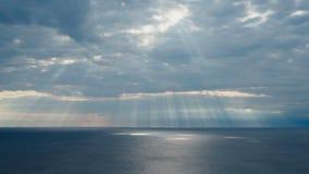 Słońce promienie nad Adriatyckim morzem Chorwacja zdjęcie wideo