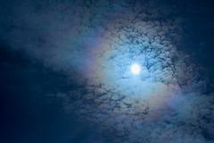 Słońce przerwy przez chmur fotografia royalty free