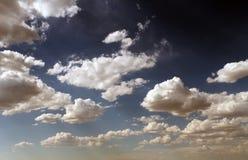 Słońce przez chmur Zdjęcia Stock