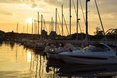 Słońce sety nad jacht kuszetką fotografia royalty free