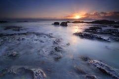 Słońce spotyka ocean Zdjęcia Royalty Free
