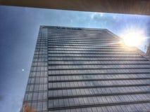 Słońce szczyt od budynku Zdjęcie Royalty Free