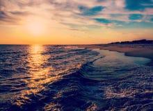 Słońce ustawia nad Atlantyckim oceanem, przylądek Maj, Nowy - bydło Obrazy Stock