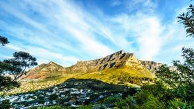Słońce ustawia nad Kapsztad, Stołowa góra, diabły Osiąga szczyt, lew głowa i Dwanaście apostołów Fotografia Royalty Free