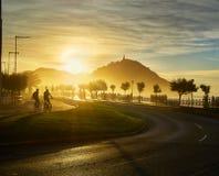 Słońce ustawia za Monte Urgull San Sebastian, bask Co obraz stock
