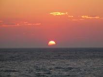 słońce utonął w połowie fotografia stock