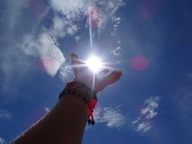 Słońce w palmie mój ręka obraz stock