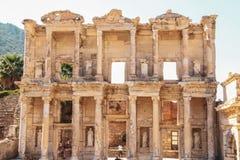 Słońce wzrasta na bibliotece Celsus w Ephesus Izmir zdjęcia royalty free