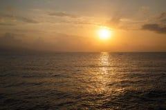 Słońce wzrasta nad morzem Zdjęcia Royalty Free