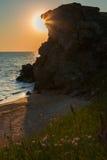 Słońce wzrasta nad morzem Azov na generał plaży Karalar regionalności krajobrazu park w Crimea Zdjęcia Stock