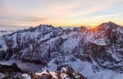 Słońce wzrasta w górę Rys w Tatras górach Obraz Stock