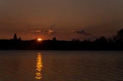Słońce wzrost nad morzem Obrazy Royalty Free
