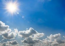 Słońce wzrosty i chmury Zdjęcia Royalty Free