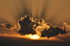 Słońce za chmurami, Zdjęcia Stock