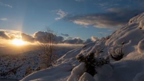 Słońce zaciemniający chmurami obraz stock