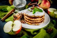 Słodcy i korzenni jabłczani bliny Obrazy Royalty Free