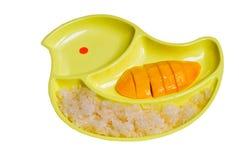 Słodcy kleiści ryż z mango odizolowywającym na białym tle obraz royalty free
