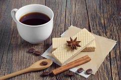 Słodcy opłatki i kawa zdjęcia stock
