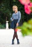 Słodka blond dziewczyna outdoors naturalna wiosna zdjęcie royalty free