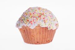 Słodka bułeczka glazurujący z barwionym kropi Zdjęcia Royalty Free