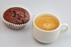 Słodka bułeczka i kawa Obraz Royalty Free