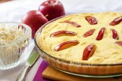 Słodka chałupa sera potrawka z jabłkami Obrazy Stock
