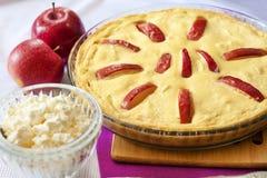 Słodka chałupa sera potrawka z jabłkami Zdjęcia Royalty Free