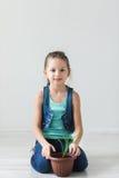 Słodka dziewczyna na podłoga i symbol Ziemski dzień Zdjęcie Royalty Free