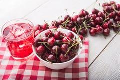 Słodka karmowa wiśnia i sok Obrazy Stock