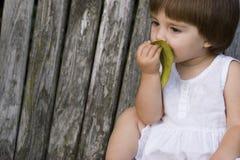 Słodka mała dziewczynka roześmiana i uśmiechnięta Obrazy Stock