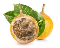 Słodka passiflora lub grenadia odizolowywający na białym tle Obrazy Royalty Free