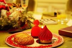 Słodka piękna deserowa babeczka kłaść na porcelana talerzu obraz stock