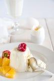 Słodki śniadanie z lody i jagody zamykamy up Fotografia Stock