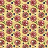 Słodki deser, babeczka, creme brulee z świeżymi jagodami na kolorze żółtym, bezszwowy akwarela wzór ilustracji
