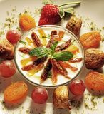 Słodki deser dekorujący wokoło obraz stock