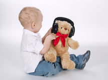 Słodki dziecko z hełmofonu portretem obrazy stock